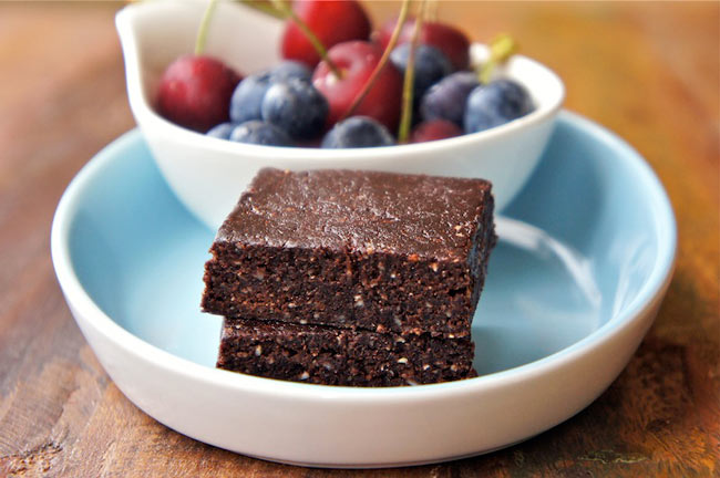 chocolate cashew raw breakfast energy bar